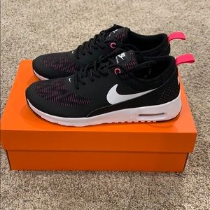 Brand new never worn girls Nike Thea, size 4
